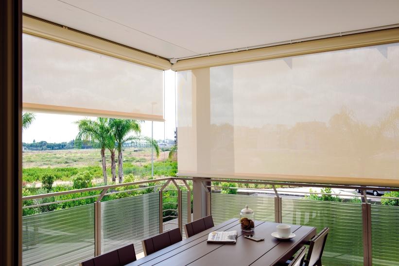 Tende al riparo con eleganza porte finestre - Tende oscuranti da esterno ...